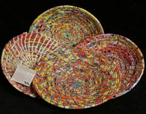 Recycled Plastic Intertwine into Colorful Tableware