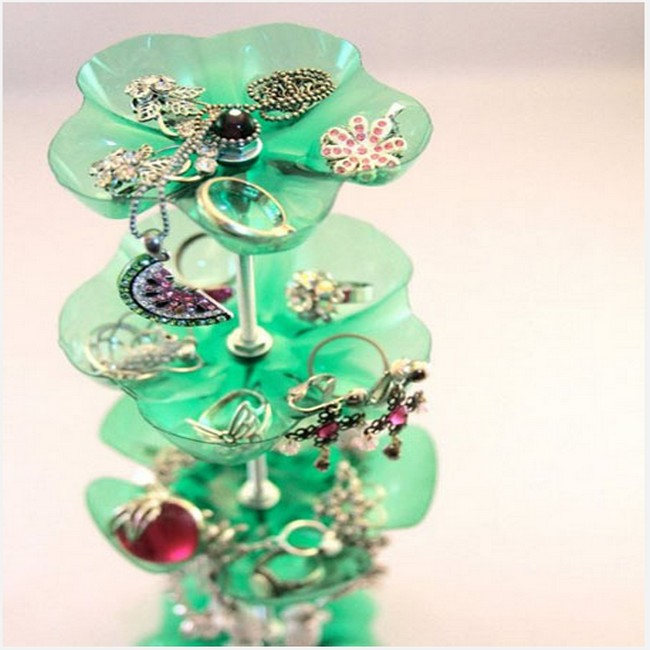 Using recycled plastic bottles jewellery organizers for for Things to make with plastic bottles