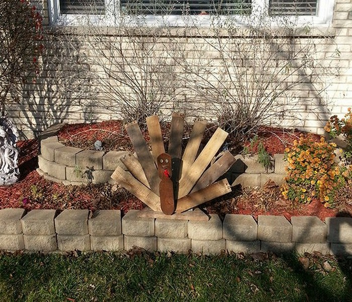 Recycled wood pieces decor ideas recycled things for Wooden garden decorations