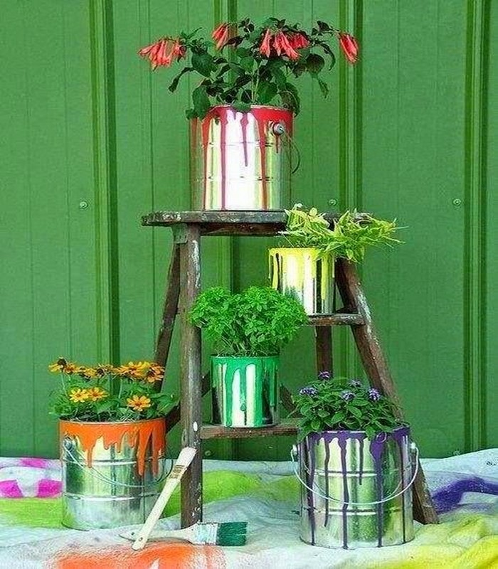 Upcycled garden decor ideas recycled things for Garden decorations from recycled materials