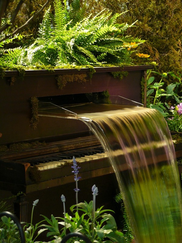 Awesome Recycled Piano Decor Fountain