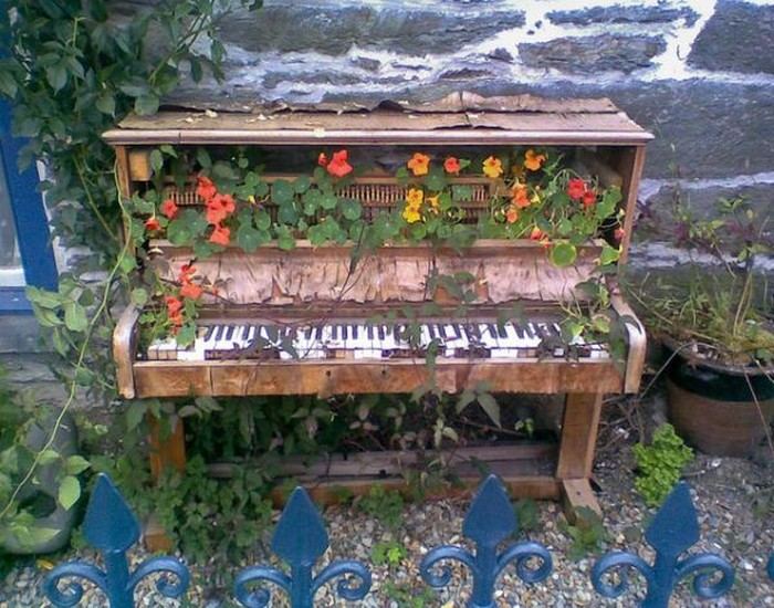 Creative Old Piano Decor Idea
