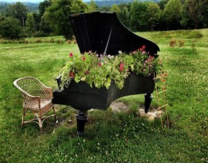 Repurposed Wooden Piano Garden Decor Ideas