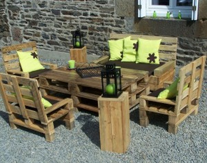 Recycled old wood furniture pallet table with pallet sofas.