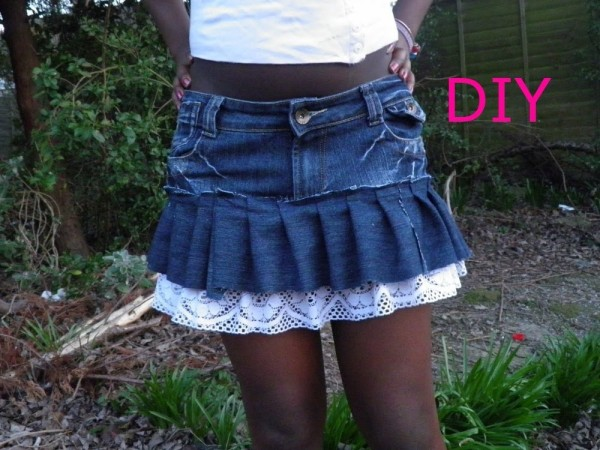 170b8b61a2 DIY Old Denim Jeans into Fashionable Skirts | Recycled Crafts