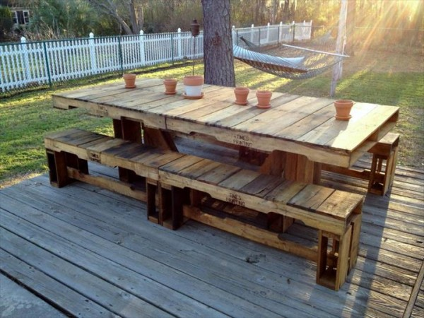 DIY Recycled Wooden Bench Table