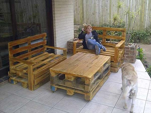 DIY Wooden Pallet Bench Table