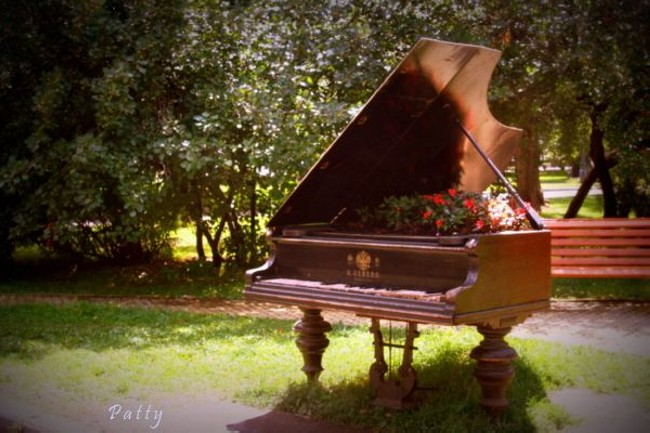 Old Piano Garden Decor