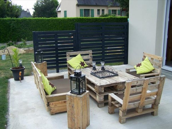 Patio Furniture Made from Recycled Pallets
