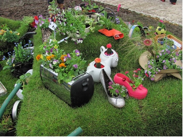 Garden Decorating With Recycled Items Things