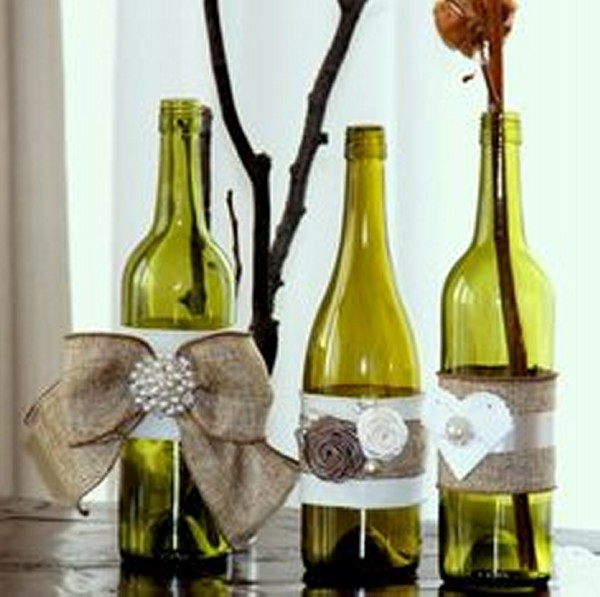 Recycled wedding decor innovative crafts recycled things for Wedding table decorations with wine bottles