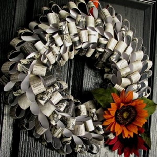 recycled halloween paper wreath - Recycled Halloween Decorations