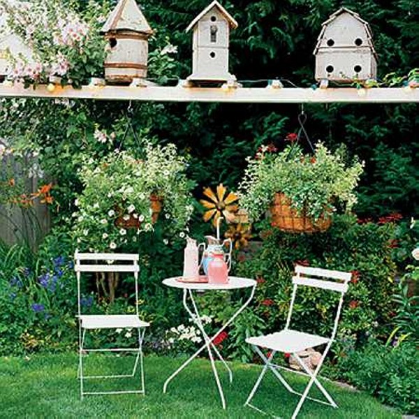 Garden decorating with recycled items recycled things for Backyard decoration
