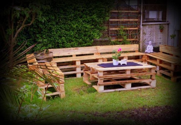 Upcycled Pallet Furniture for Patio