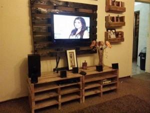 DIY Pallet TV Stand & Rack