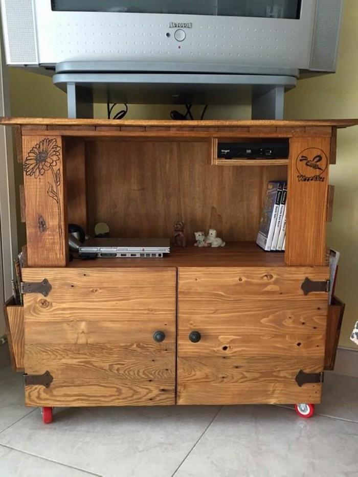 DIY Pallet TV Stand