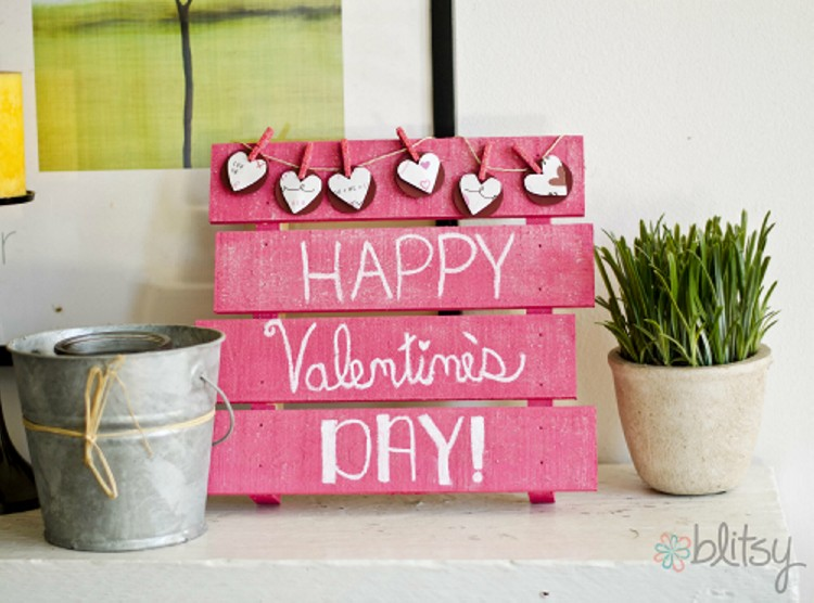 DIY Pallet Valentines Day Decorations