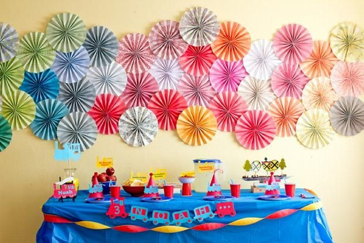 Simple Birthday Decoration On Wall : Diy party decorations recycled things
