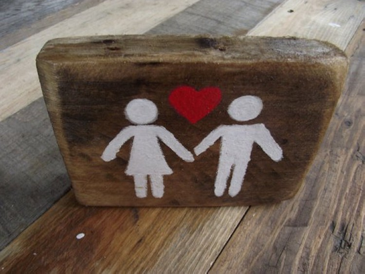 Pallet Valentines Day Decoration
