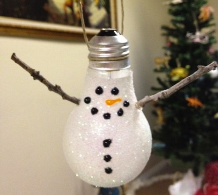 Diy Decorations From Recycled Light Bulbs Recycled Things