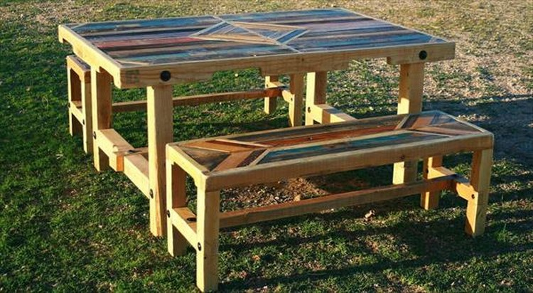 DIY Pallet Outdoor Dinning Table