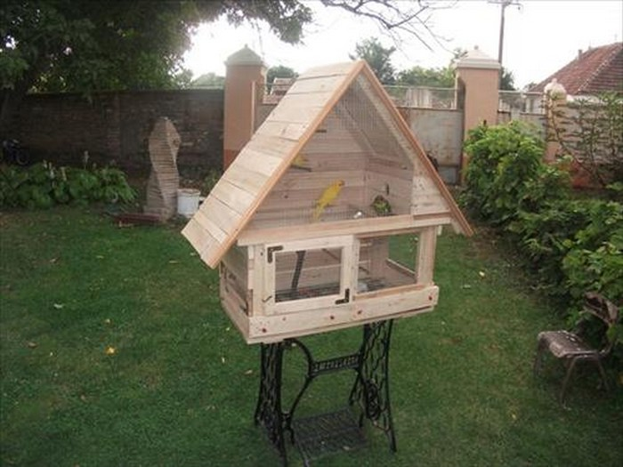 DIY Pallet Wooden Birdhouse