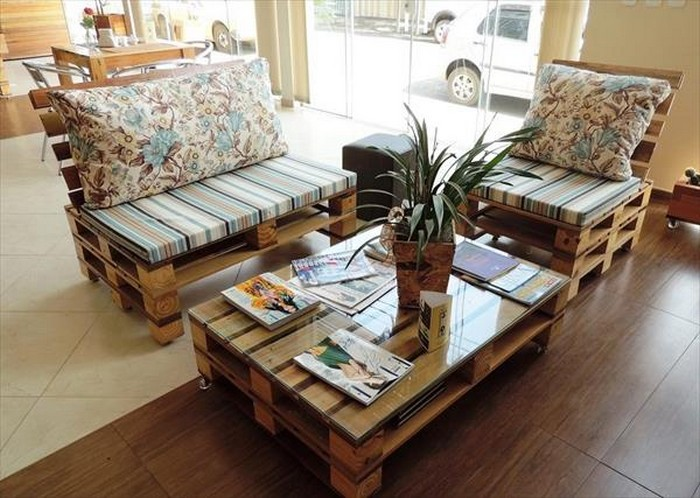 pallet furniture for living rooms recycled things. Black Bedroom Furniture Sets. Home Design Ideas