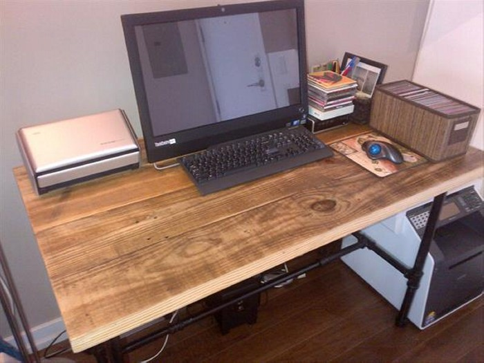 Pallet Computer Desk with Metal Legs