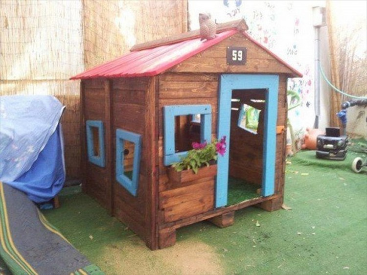 Pallet Kids Playhouse ...