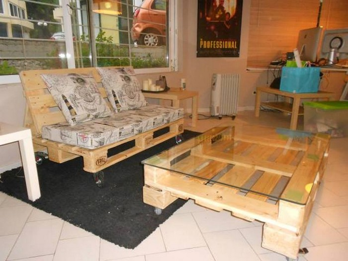 Pallet furniture for living rooms recycled things for Pallet living room couch