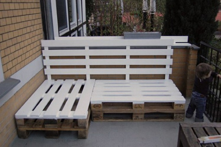 Pallet outdoor furniture plans recycled things for What can you make with recycled pallets