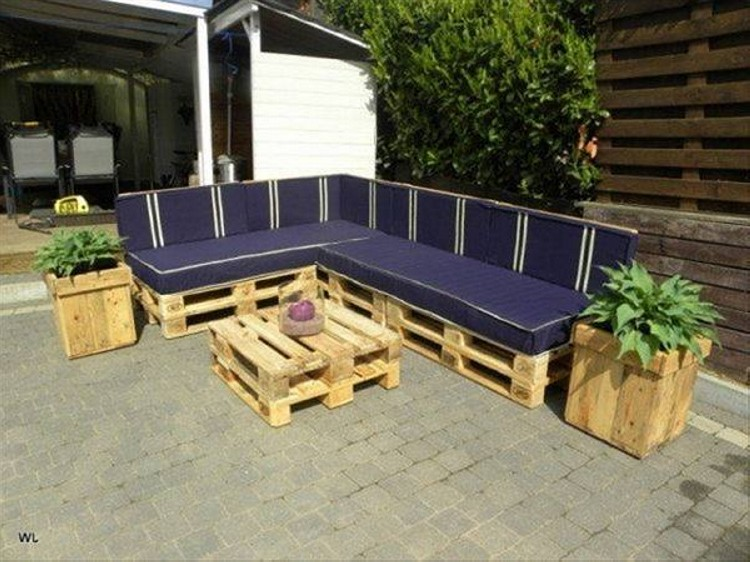 Pallet outdoor furniture plans recycled things Chairs made out of wooden pallets