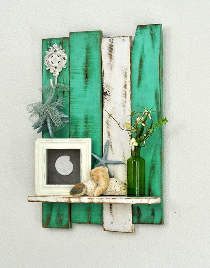 Diy wooden pallet wall decor recycled things for Art and craft ideas for home decoration