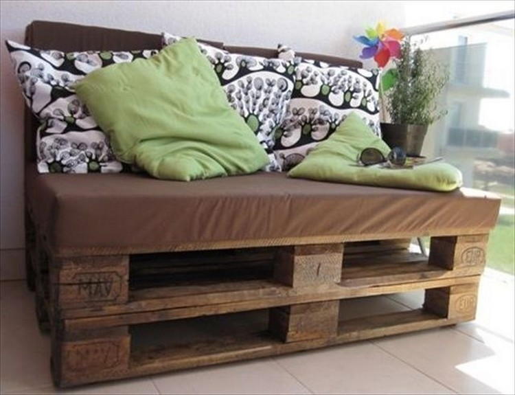 Pallet Sofa with Storage: