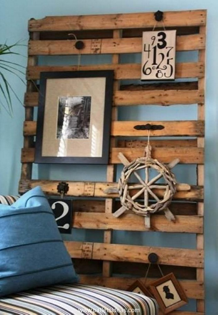 diy upcycled pallet wall decoration recycled things. Black Bedroom Furniture Sets. Home Design Ideas