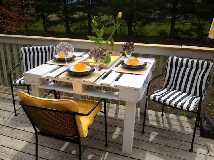 Pallet Wood Outdoor Dinning Table