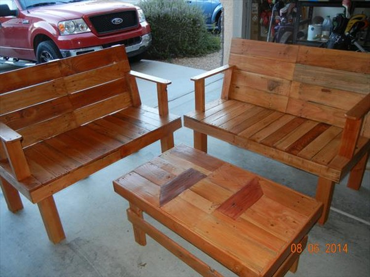 Wood pallet patio furniture plans recycled things for Wooden outdoor furniture