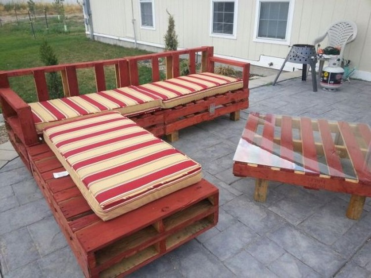 Wood pallet patio furniture plans recycled things for Homemade furniture instructions