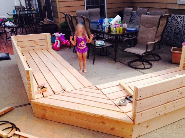 Wood pallet patio furniture plans recycled things Chairs made out of wooden pallets