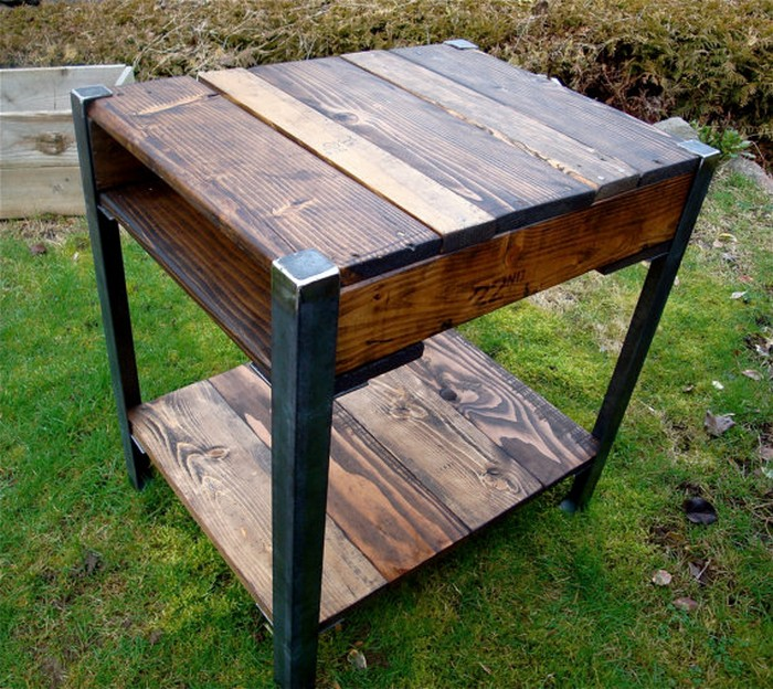 Reclaimed Wooden Pallet End Table