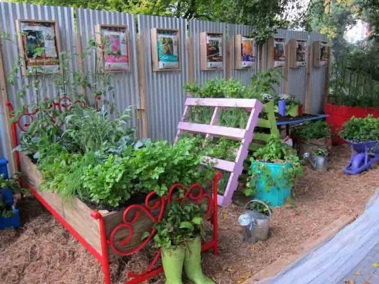 Recycled pallet gardening ideas recycled things for Garden decorations from recycled materials