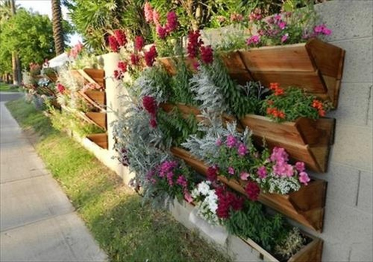 Recycled pallet gardening ideas recycled things for Vertical pallet garden