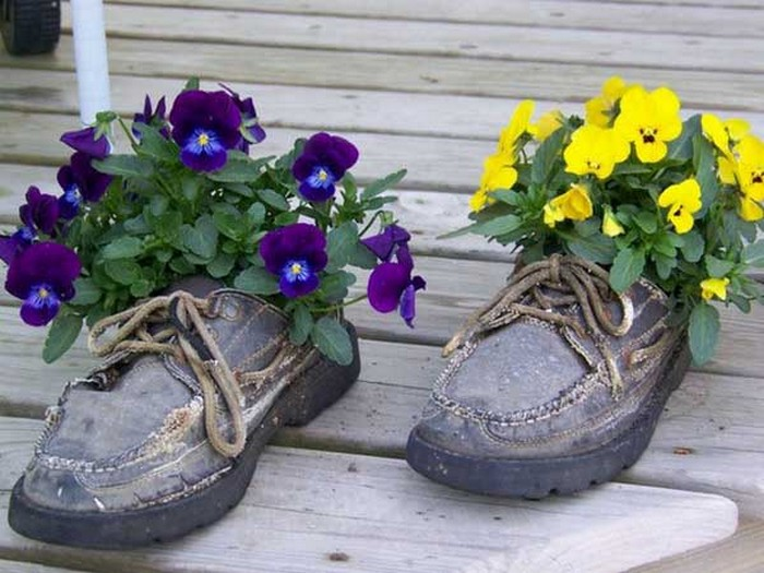 Ways to recycle shoes for planters recycled things for Recycled decoration