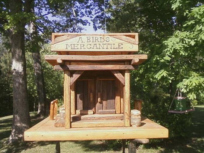 Wooden Pallet Birdhouse