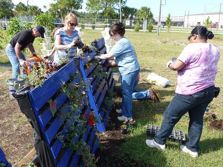 wooden pallet gardening ideas - Garden Ideas With Pallets
