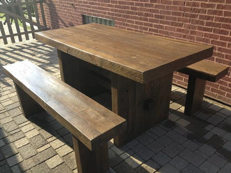 Wooden Pallet Outdoor Dinning Table