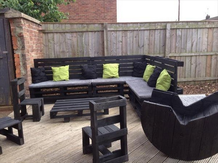 Garden Furniture From Wooden Pallets patio furniture made from wood pallets - home design ideas and