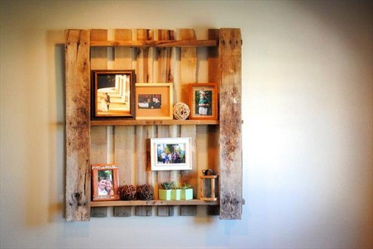 Pallet shelves for wall decor recycled things for Pallet wall shelf