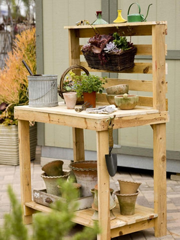 10 things to build with pallets recycled things for What can you make with recycled pallets