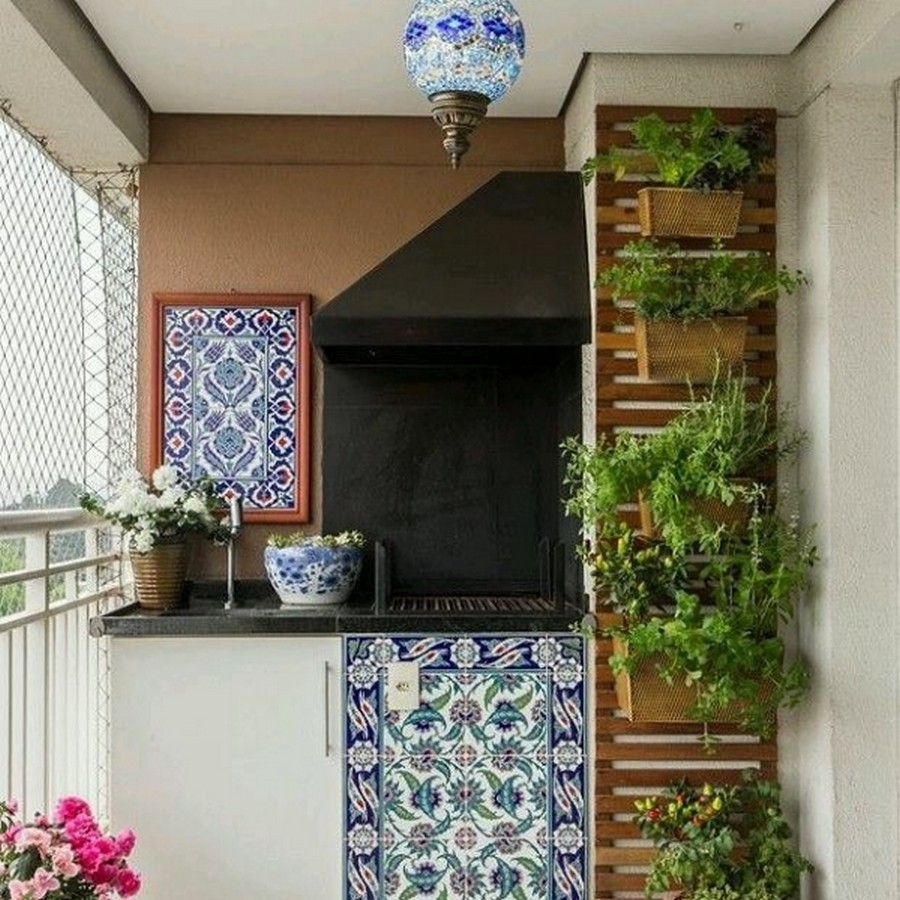 10 clever ways to decorate your balcony area recycled things for Art for house decoration